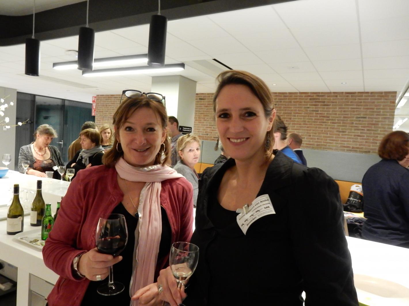Twee van de organisatoren, Esther en Sanne