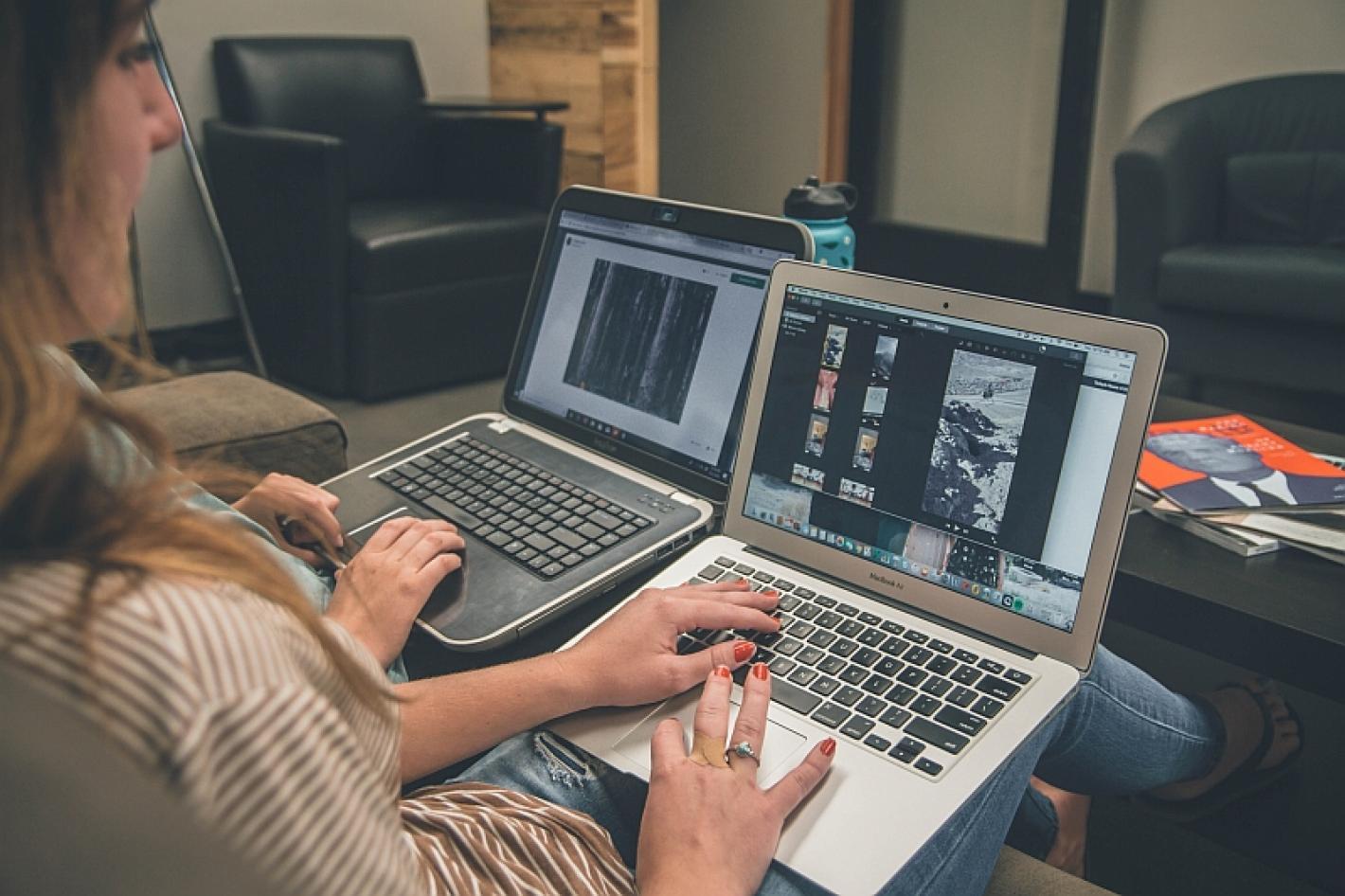 2 laptops met video editors